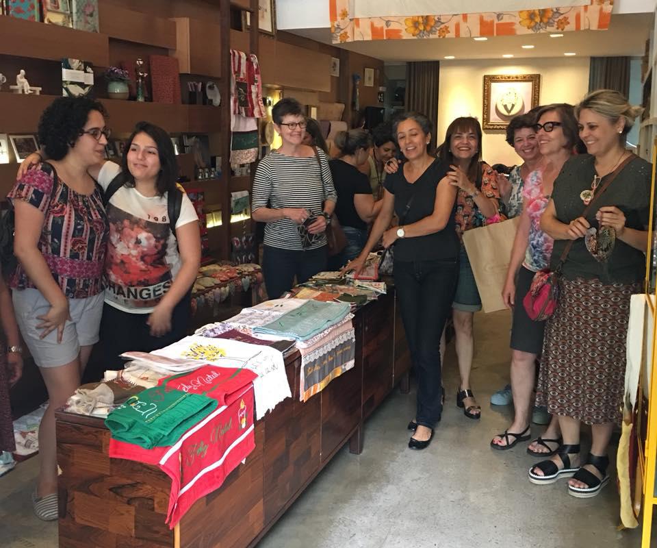 Lançamento do calendário Contos Bordados 2018 e bazar Meninas do Cafezal e Tina Descolada!